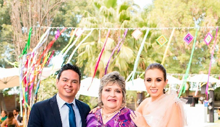 Barra Meade, Rosy Miller y Paty Dantuñano.