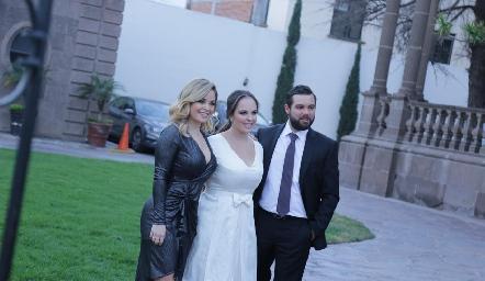 Ali y Andrea Díaz Infante con Arturo Zapata.