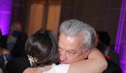 Andrea con su papá Toño Díaz Infante.