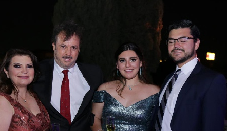 Bertha Navarro, Arturo Zapata Perogordo, Ximena Zapata y Joserra González Jaime.