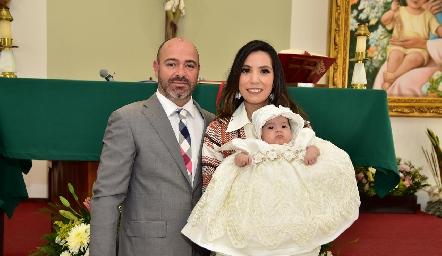 Jorge Puga y Gabriela Carrillo de Puga con su hija Valeria.