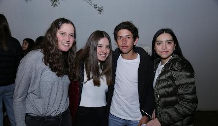 Kamila, Anna Astrid, Diego y Andrea.