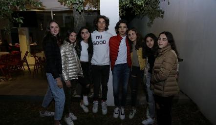 Belén, Roberta, Andrea, Manuel, Mau, Luciana, María y Camila.