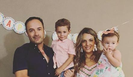 Familia Ramos González, Eduardo, Tomás, Priscila y Emma.