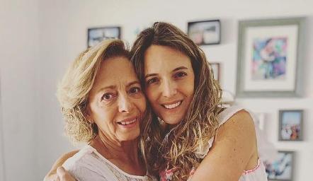 Rossana Benavente con su hija Priscila González.