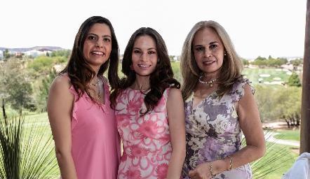 Ale, Bárbara Portales y Luz González.