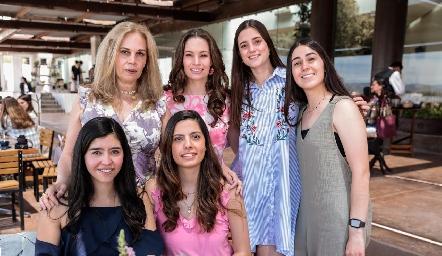 Luz González, Bárbara Portales, Andrea Cantú, Sofía Flores, Gala García y Ale Portales.