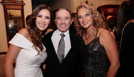 Estefanía Gutiérrez, Fernando y Coco Rangel.