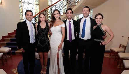 Arturo González, Rebeca Acosta, Estefanía Gutiérrez, Alejandro González, Adrián González y Sofía Saucedo.