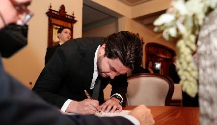 . Firmando como testigo