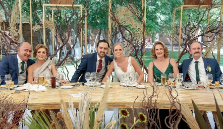 Rafael Olmos, Adriana Carrera, Rafael Olmos, Ingrid, Pupi y Sergio Velasco.