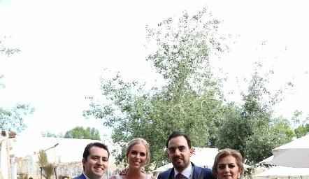 Julián Olmos, Ingrid Velasco, Rafael Olmos y Adriana Carrera.