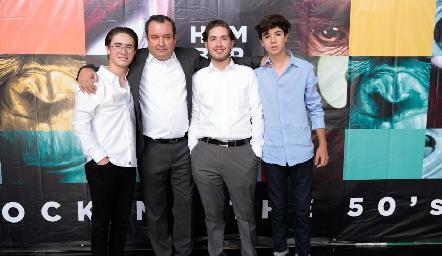 Humberto con sus hijos, Juan Pablo, Humberto y José María.