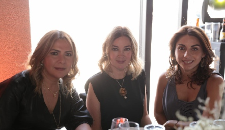 Arisbé Huerta, Macarena y Sonia.
