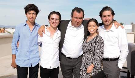 José María, Juan Pablo, Humberto Abaroa, Natalia Gaviño y Humberto Abaroa.