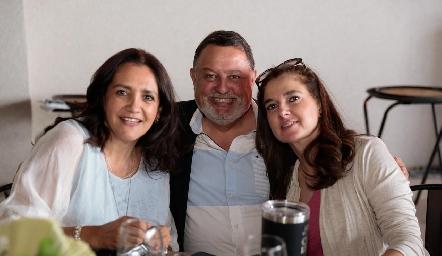 Martha Elena Meade, Hugo de Anda y Martha del Camino.