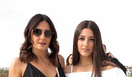 Claudia Artolózaga con su hija Marina Nieto.