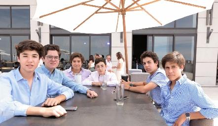 José María Abaroa con sus amigos.