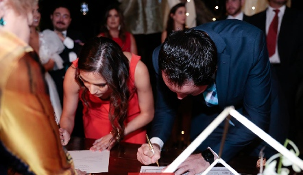 Firmando como testigo.