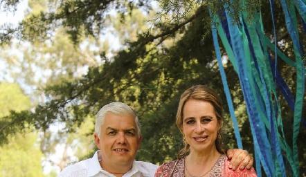 Gerardo Rodríguez y Meritchell Galarza con Pablo.