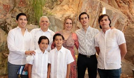 Pablo y Gonzalo con la familia Rodríguez Galara.
