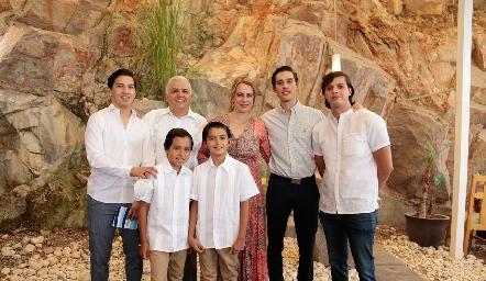 Pablo y Gonzalo con la familia Rodríguez Galarza.