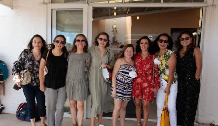 Vanessa con sus amigas.