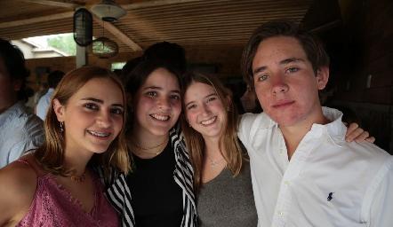 Isabela, Carlota, Lorenza y Jacobo.
