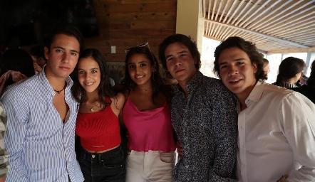 Roberto Silva, Jimena Delsol, Camila Reyes, Mauricio Buendía y Diego Buendía.