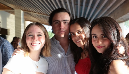 Frida, Jimena, Mateo y Cali.