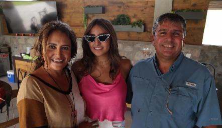 Patricia Lara, Camila Reyes y Juan Ariel Reyes.