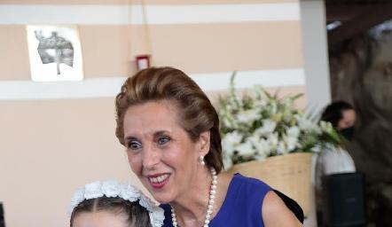 Fer con su abuela Licha Abella.