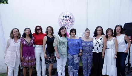 Alejandra Saiz con sus amigas.