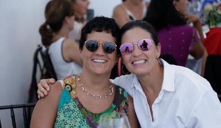 Paty Nava y Claudia Martínez.
