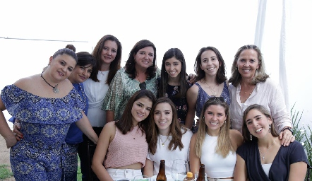 Margaret Lozano, Pita Retes, Vero Saiz, Ale Saiz, María Villasuso, Sofía Espinosa, Olga de la Torre, Margaret González, María Galán, Isa Córdoba y Adriana Almaguer.