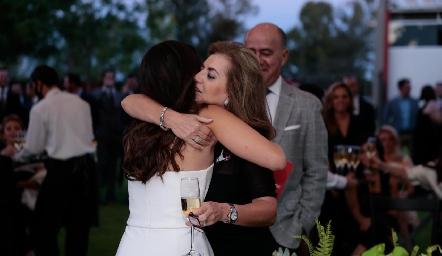 Adriana Olmos con su mamá.