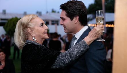 Mimí de la Fuente con su nieto Mauricio.