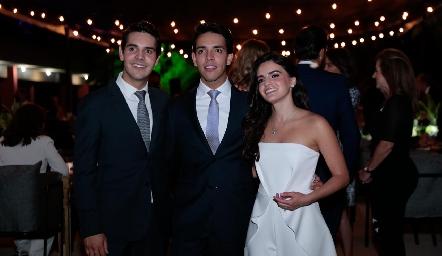 Mauricio Tobías, Diego Tobías y Adriana Olmos.