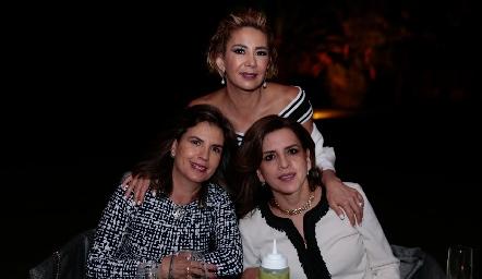 Marisa Tobías, Isabel Carrillo y Ana Emelia Tobías.