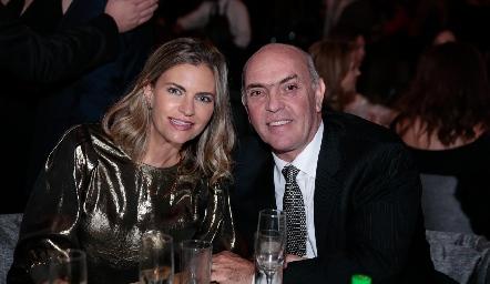 Francine Coulon y Caly Hinojosa.