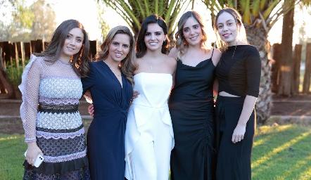 Nayeli Maya, Macarena Gómez, Adriana Olmos, Sofía Ascanio y Fernanda Torres.