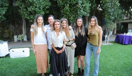 María José, Carlos, Lourdes, Lu, Sofía y Ana Paula López.