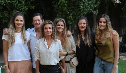 Marijó, Carlos, Lourdes, Lu, Sofía y Paula López.