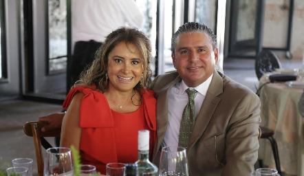 Patricia y Juan Ariel Reyes.