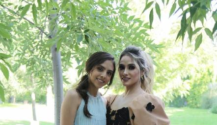 Regina Torres y Pau Flores.
