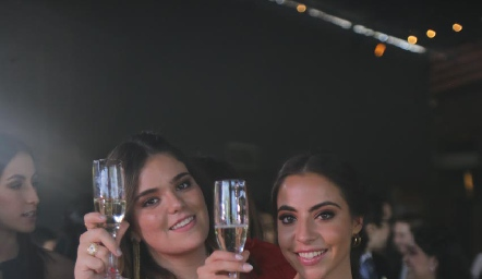 Carlota de la Garza y Mariana Anaya.