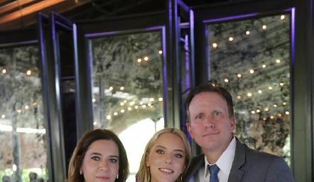 Daniela Calderón y Federico García con su hija Emilia.