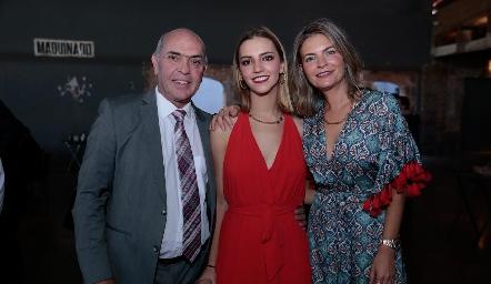 Caly Hinojosa y Francine Coulon con su hija Francesca.