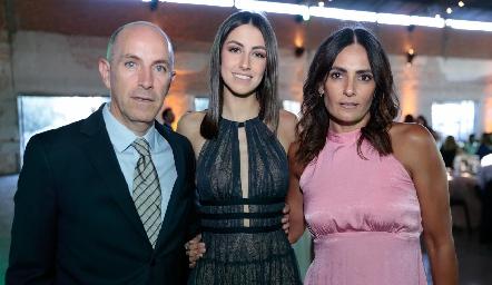 Juan Carlos Nieto y Claudia Artolózaga con su hija Ximena.