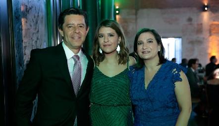 Andrés, Regina y Maritere Martínez.